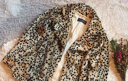 女性らしいシルエットが魅力的なレオパードハーフコート!